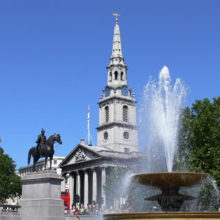 Trafalgar_Square_and_St.Martin_in_the_Fields_church